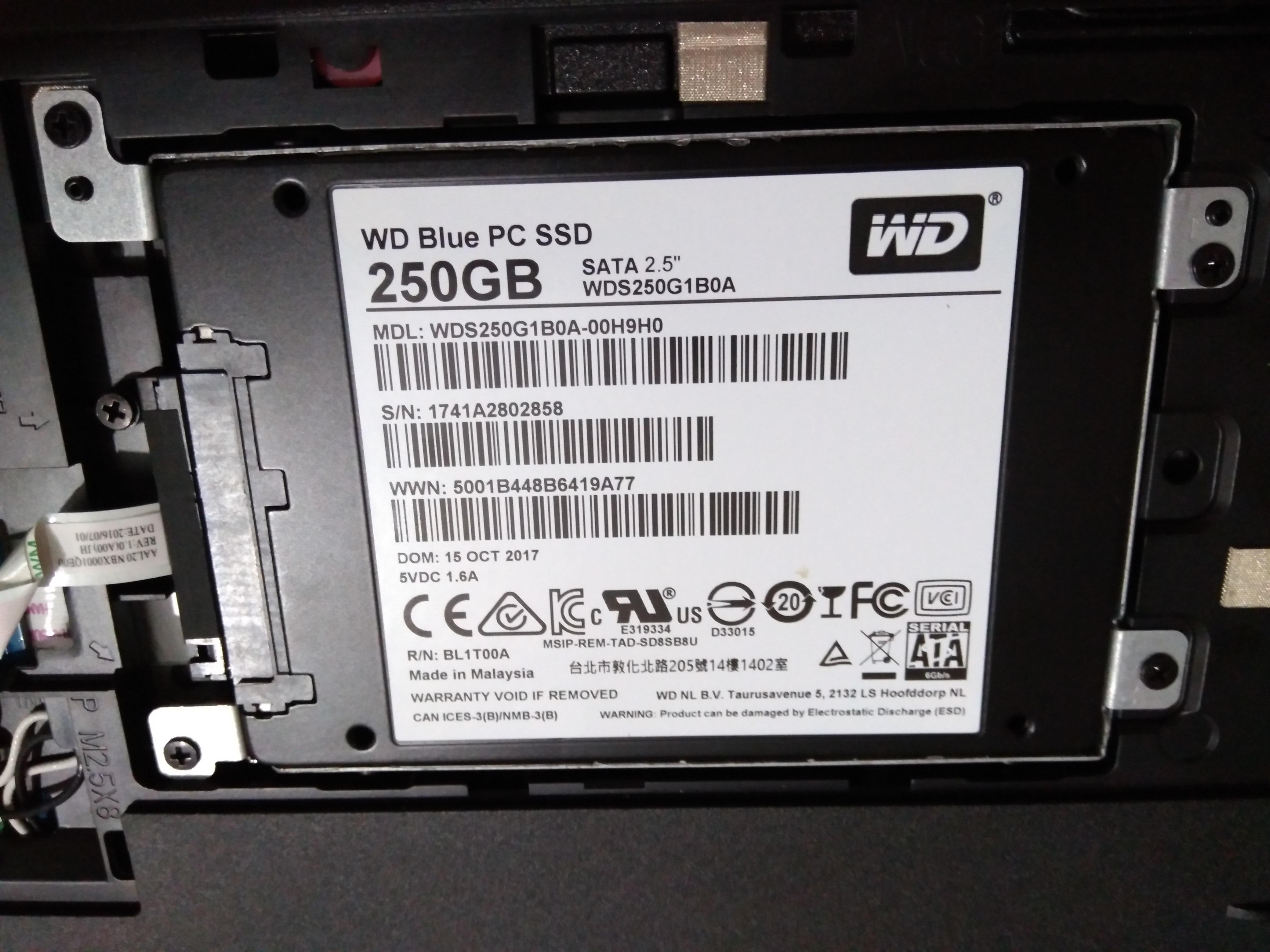 SSDを嵌めつける